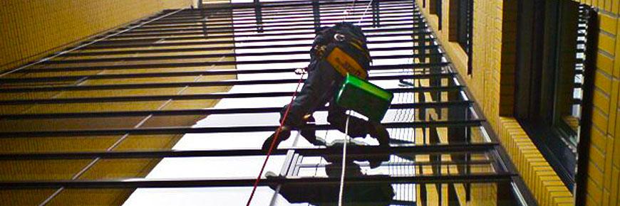 Glasfassadenreinigung in Halle